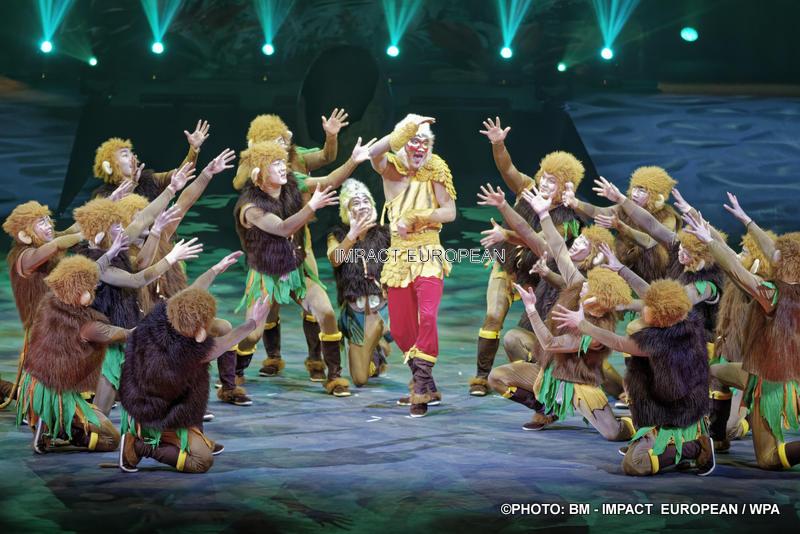 The Phoenix Circus accommodates stars of the Circus of Beijing