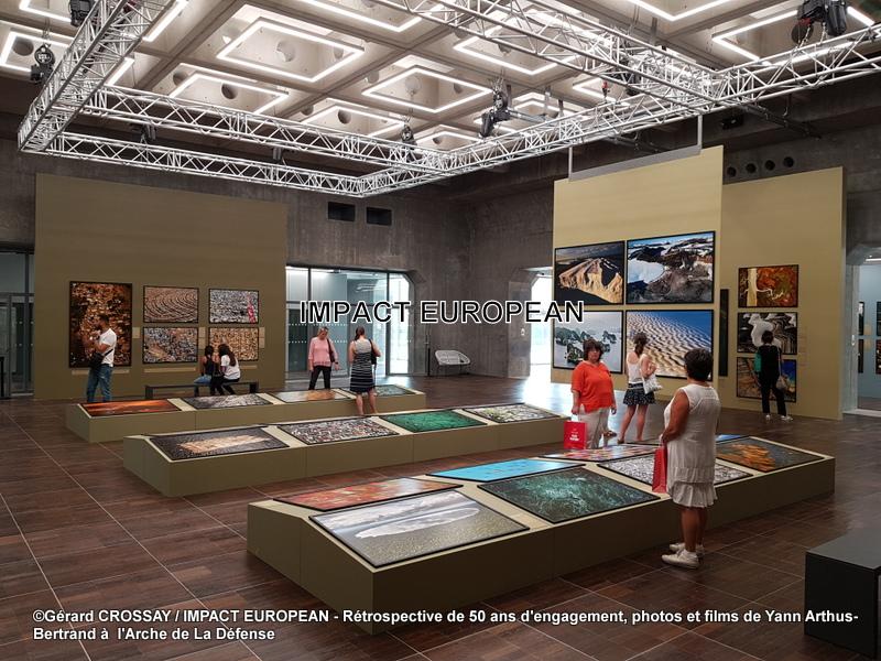 Photos and films by Yann Arthus-Bertrand at the Arche de la Défense. A 50-year retrospective.