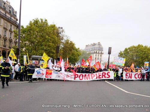 Paris: angry firefighters occupy the street